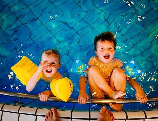 Os cuidados que você deve tomar com as crianças na piscina